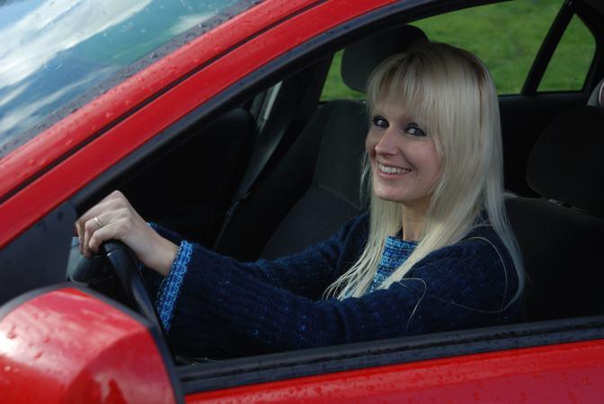 satser for kjøregodtgjørelse. Kvinne i bil.